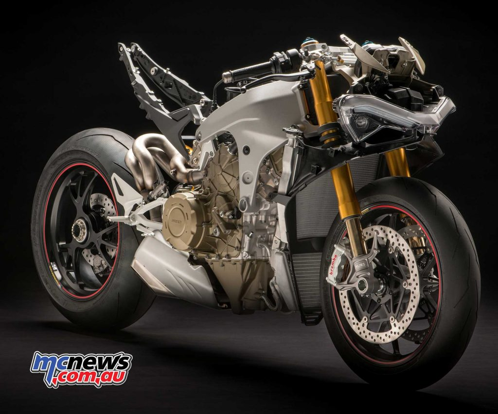 Ducati Panigale V4 - To contain the inevitable weight gain with respect to the 1299 Panigale (because of the 4 cylinders), Ducati has developed an all-new frame where the Desmosedici Stradale itself has a load-bearing function.