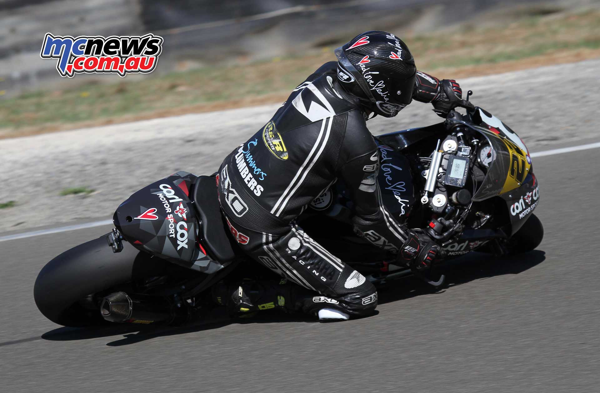 Toby Summers falls from his Kawasaki ZX-6R during F2 600 practice. He walked away