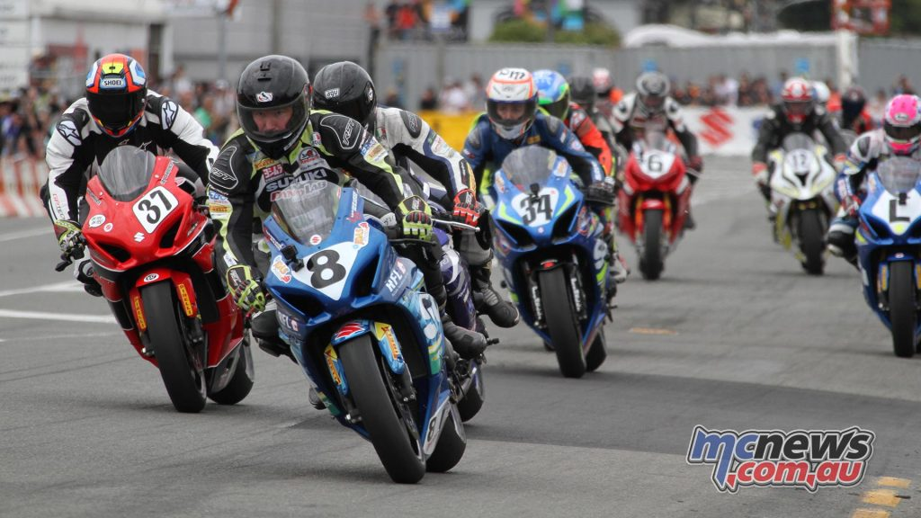 Scott Moir leads the pack in race two at Whanganui on Boxing Day