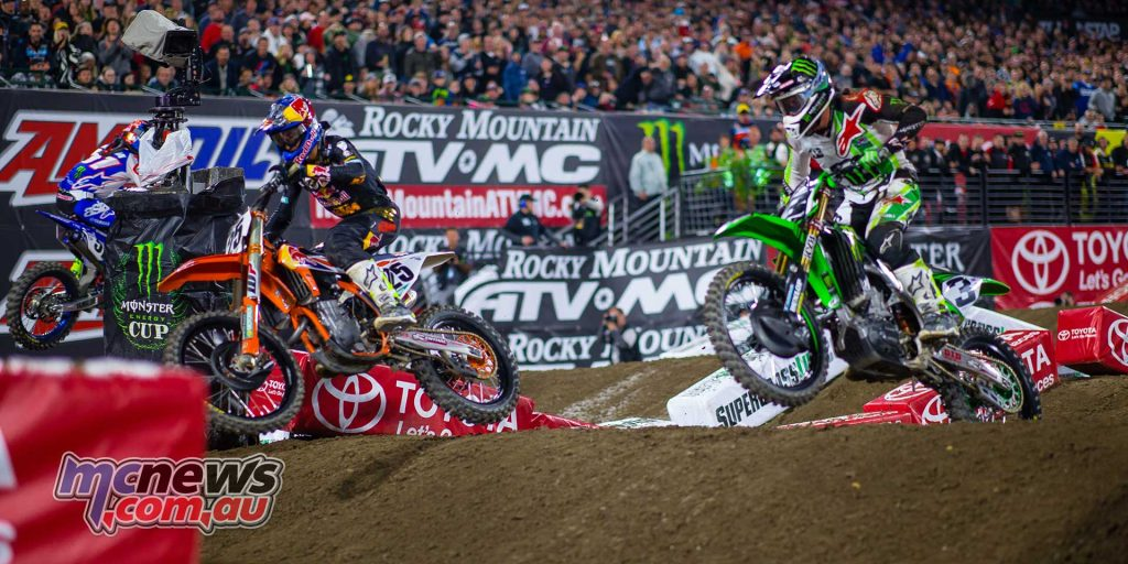Musquin and Tomac battling it out before Tomac was later forced out of the race - Image Hoppenworld