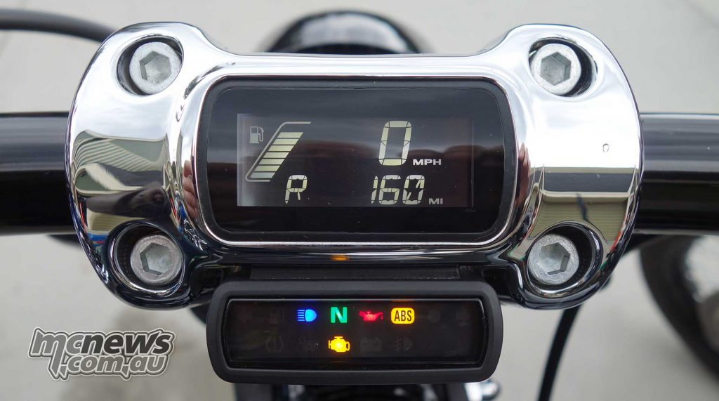 A compact LCD dash built into the 'bar clamp is clean and neat