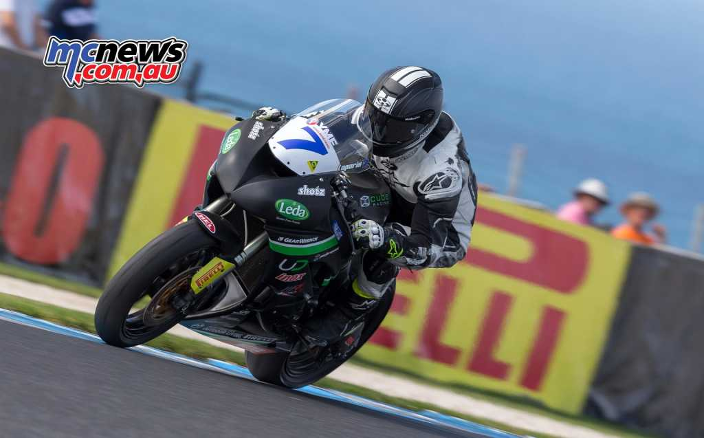Tom Toparis on his way to victory this morning in Australian Supersport 600 - Image by TBG