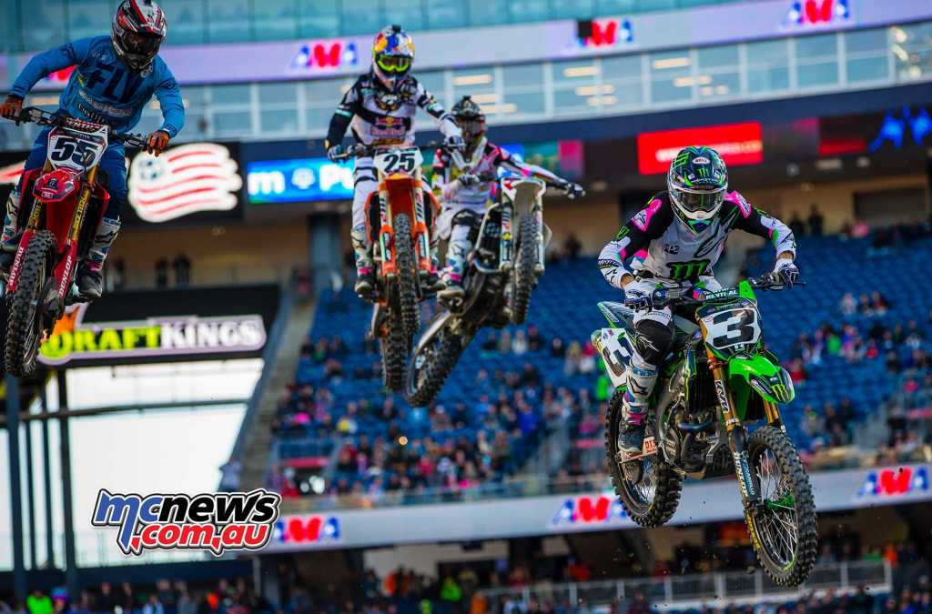 Eli Tomac being chased down by Marvin Musquin