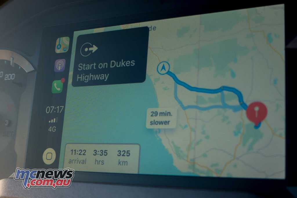 2018 Honda Gold Wing Apple CarPlay navigation system