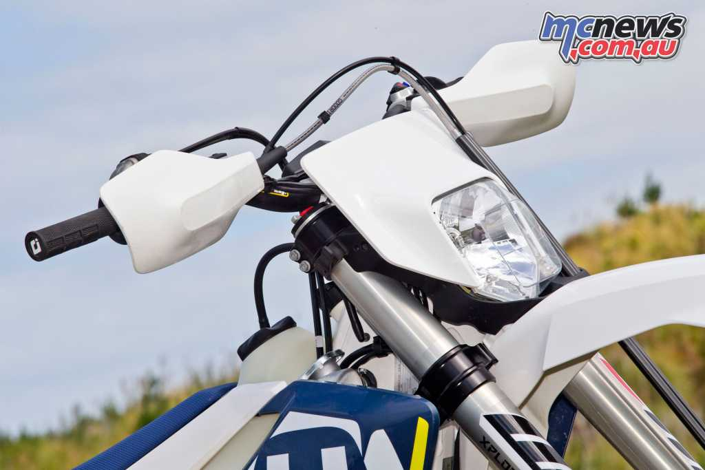 A slightly retro front light joins white high quality bodywork