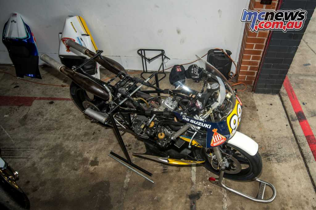 The Suzuki RGB500 owned by Englishamn Steve Wheatman's in all its naked glory.