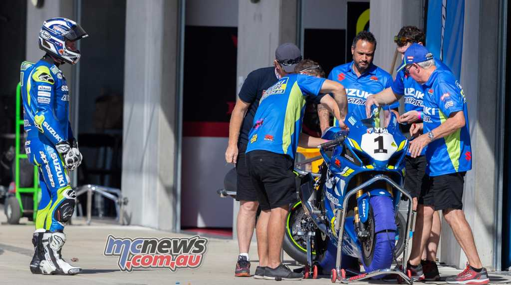 Josh Waters looks on as his team try to fix a technical issue with the GSX-R1000R - TBG Image