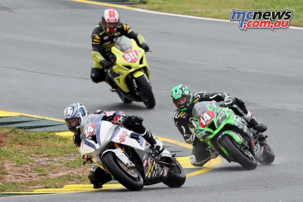 Travis Wyman leading the Superstock race