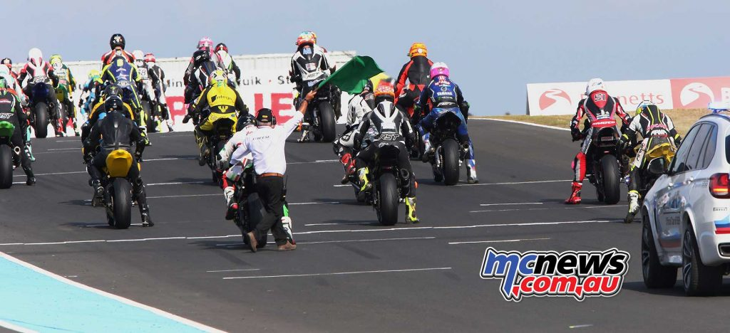 BSB RNd Knockhill Superstock race start ImageDYeomans