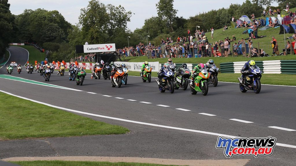 BSB CadwellPark Supersport race start with Ben Currie