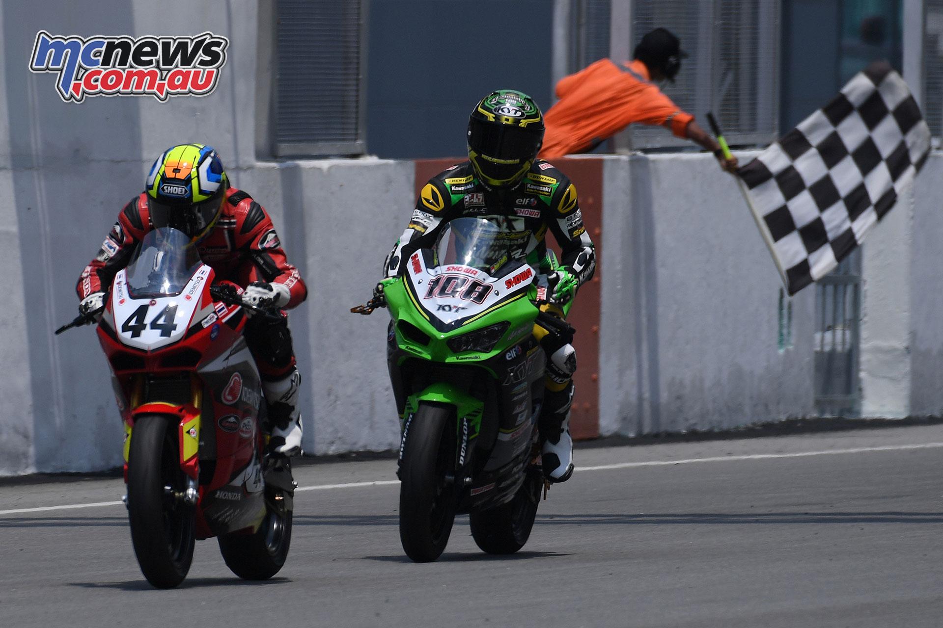 ARRC Rnd Muklada Sarapuech Andy Fadly Chequered Flag Race ARRC Sepang