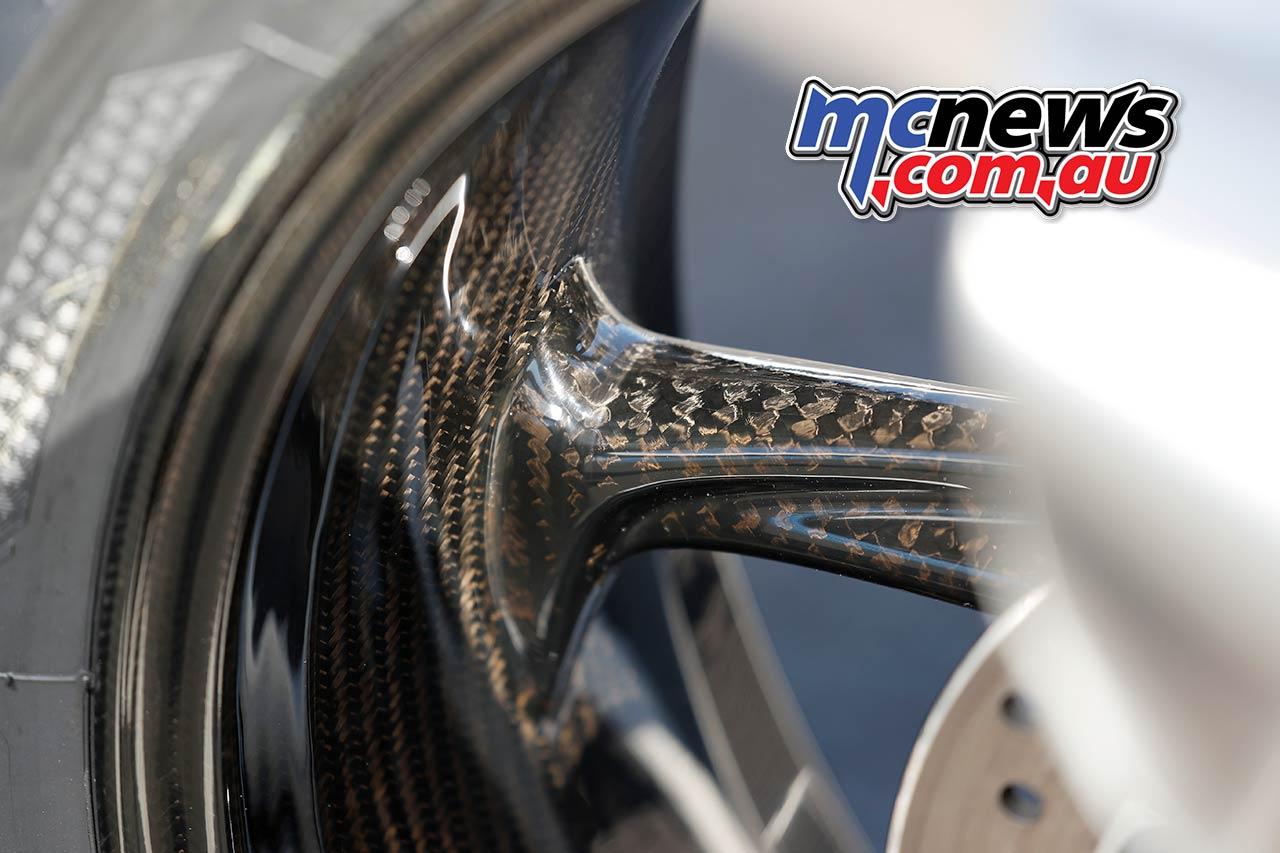 BMW SRR Rim Carbon Details
