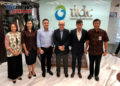 CEO Carmelo Ezpeleta with Indonesian officials