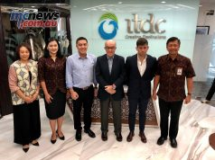 CEO Carmelo Ezpeleta with Indonesian officials