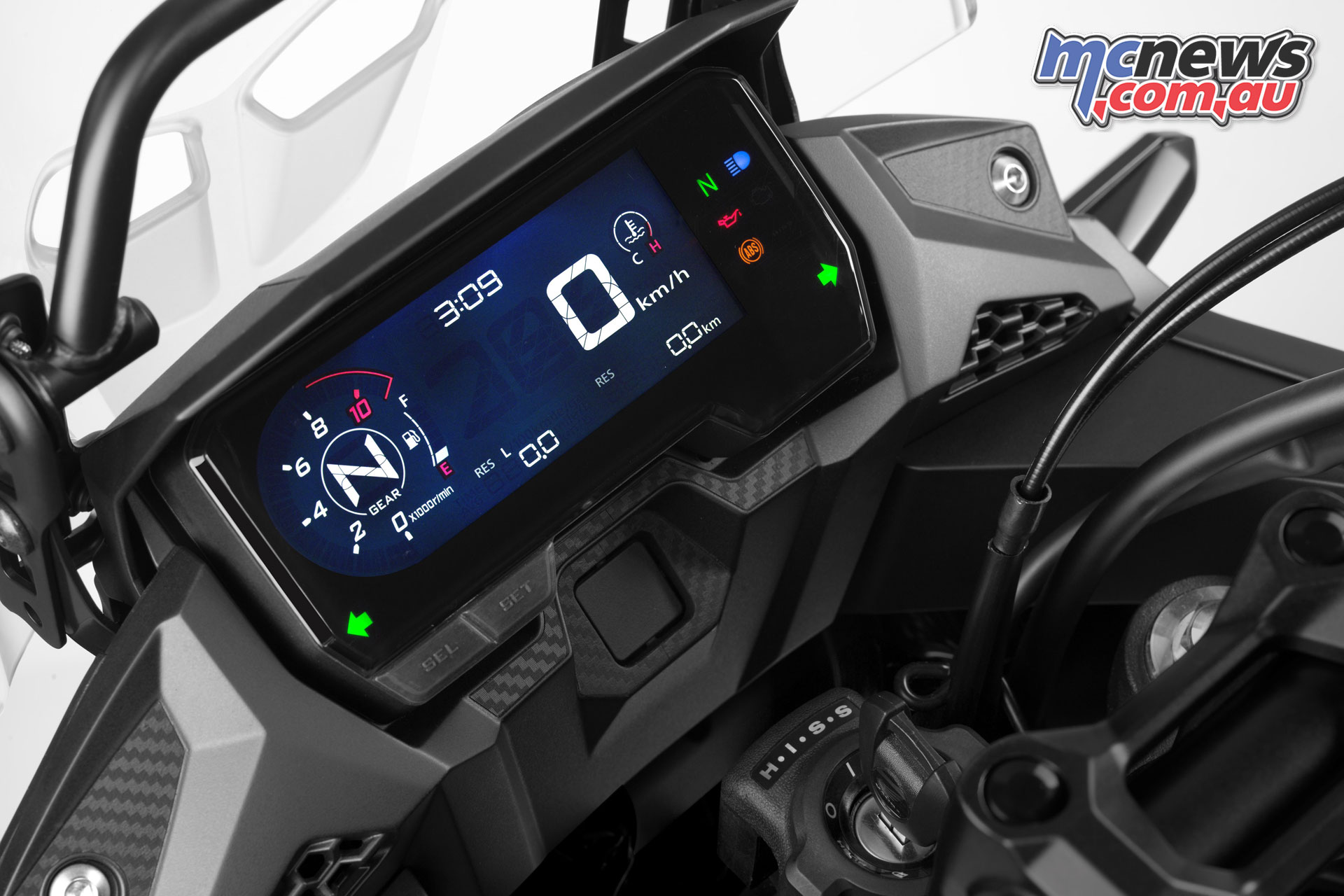 A new LCD unit is also found on the CB500X in 2019