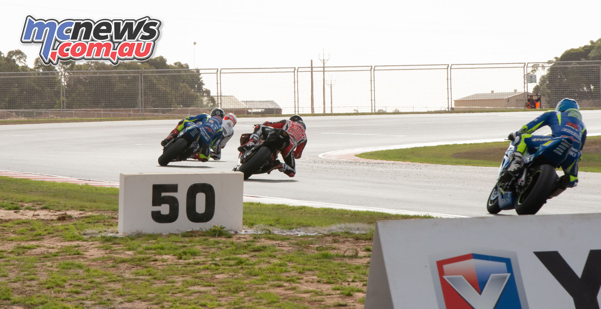 ASBK Rnd The Bend RbMotoLens SBK R Mike JONES Leads Wayne MAXWELL Mark CHIODO