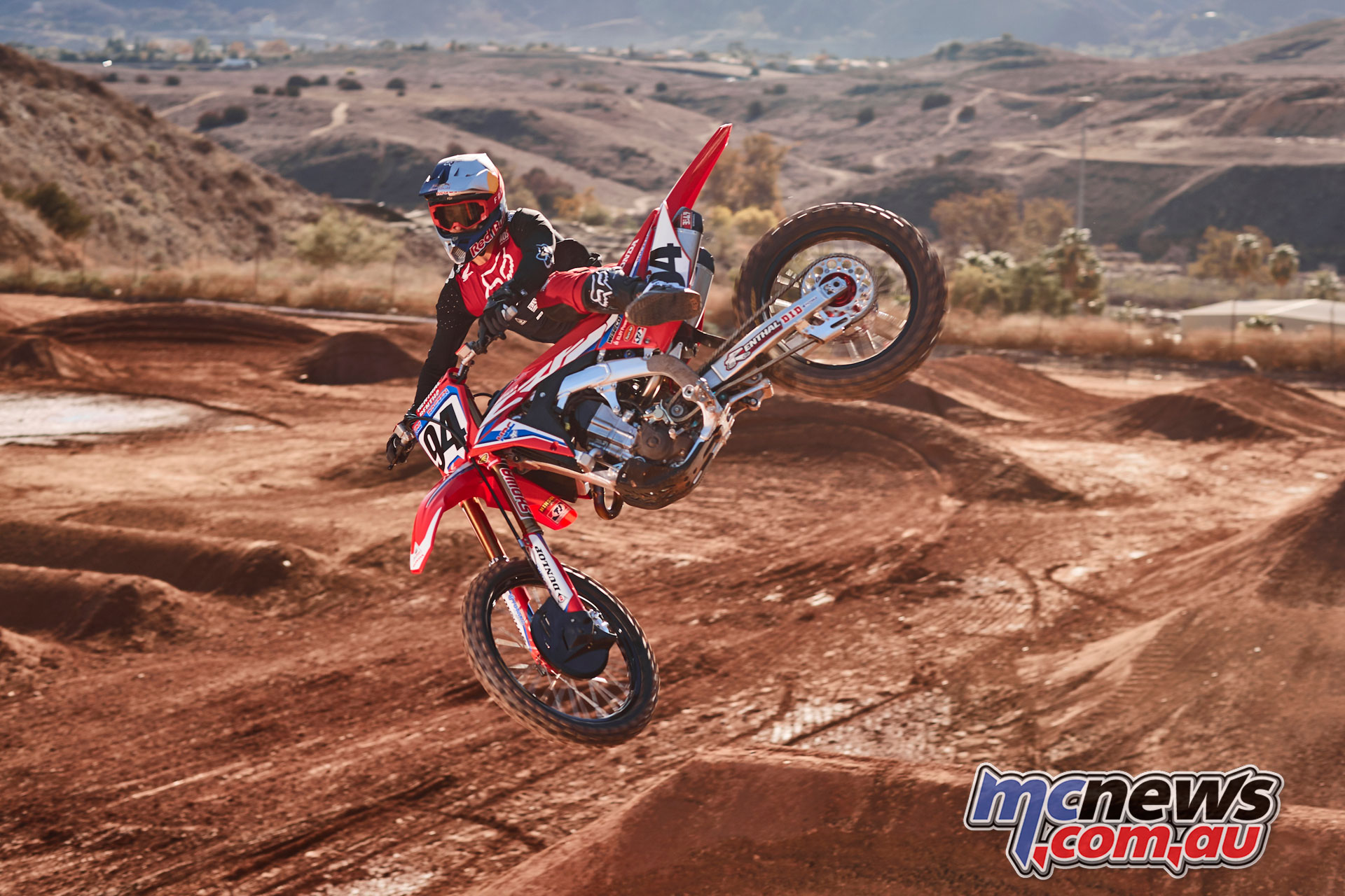 Honda signs Roczen for three years
