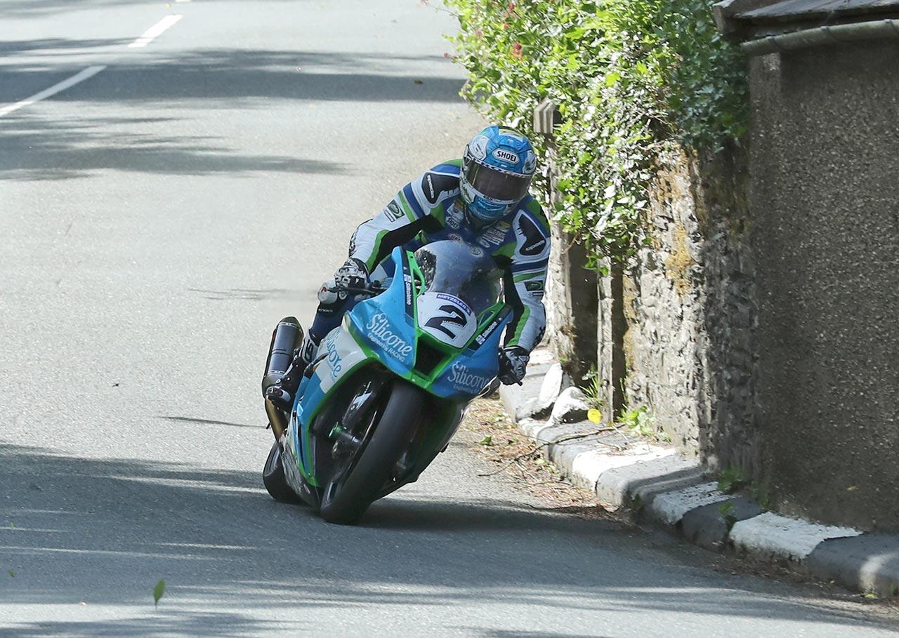IOMTT Race Superbike Dean Harrison