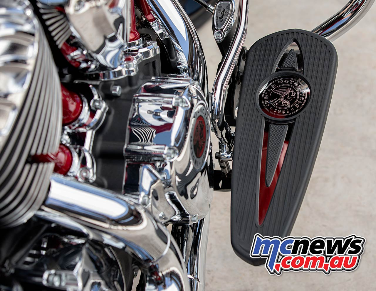 Indian Chieftain Elite thunderblackvivcrystal detail ds v