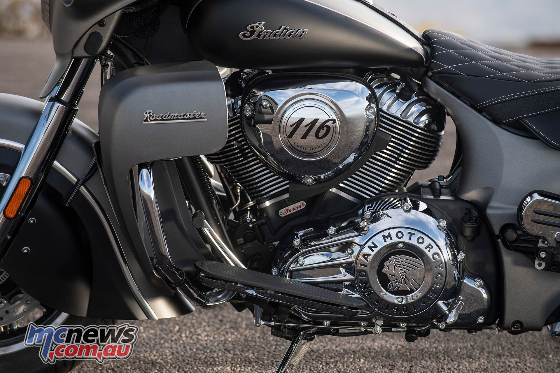 Indian Roadmaster titaniumsmoke thunderblacksmoke detail bh v