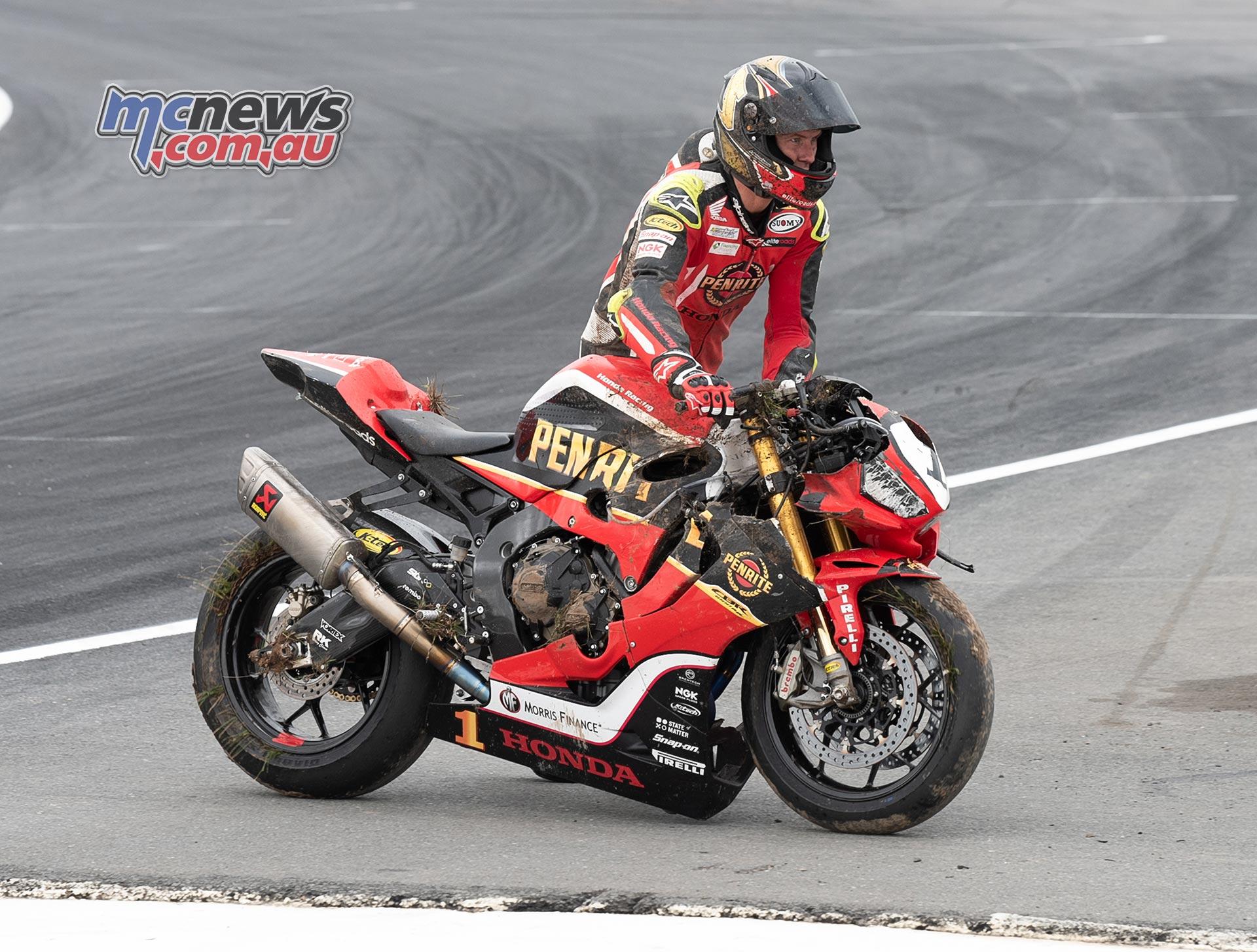 ASBK Rnd Winton RbMotoLens SBK Troy HERFOSS Crashed bike