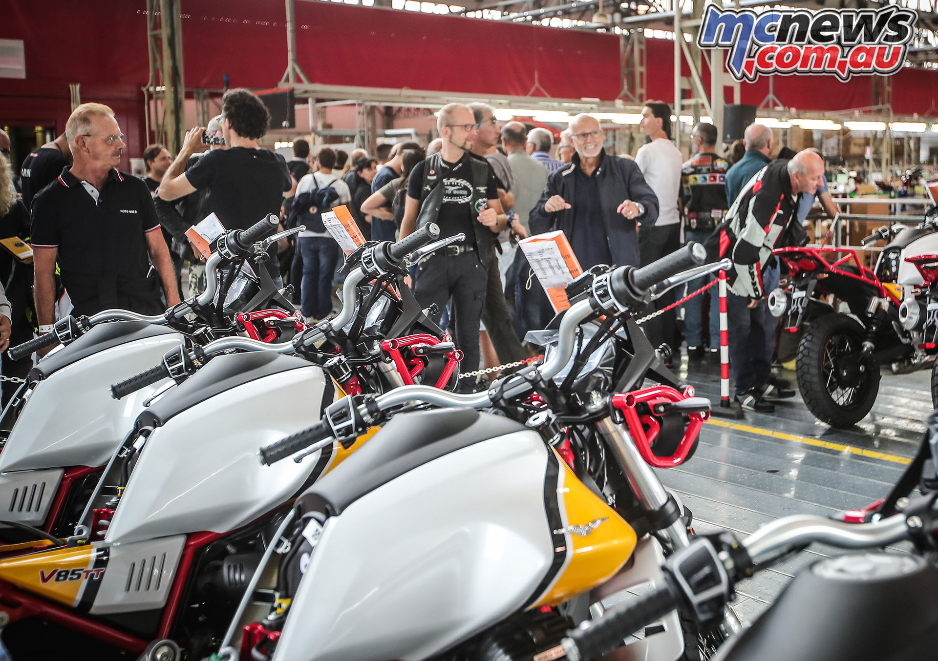Moto Guzzi Open House visita linea assemblaggio