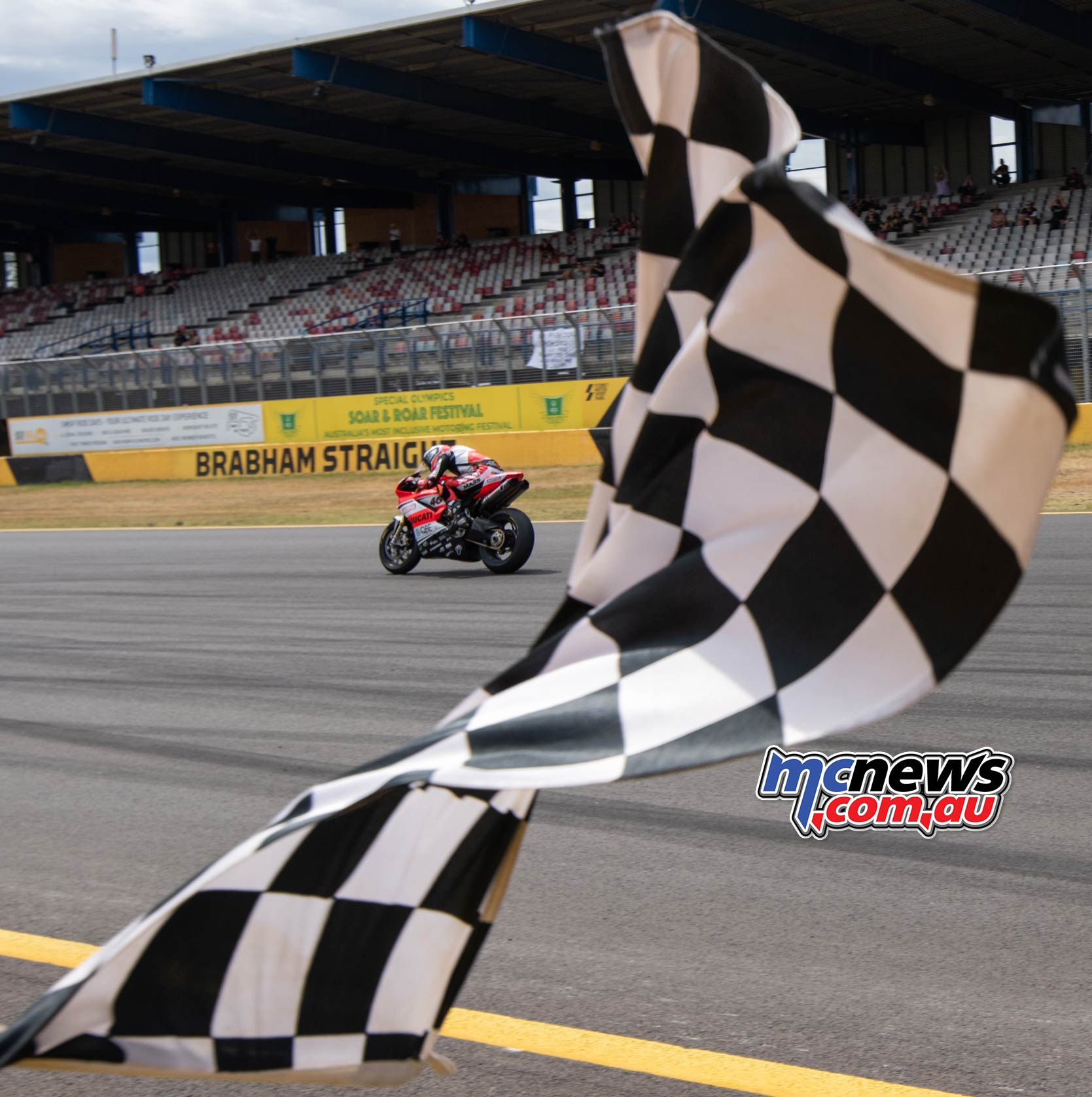 ASBK Rnd SMP RbMotoLens Mike Jones Flag FinalRnd