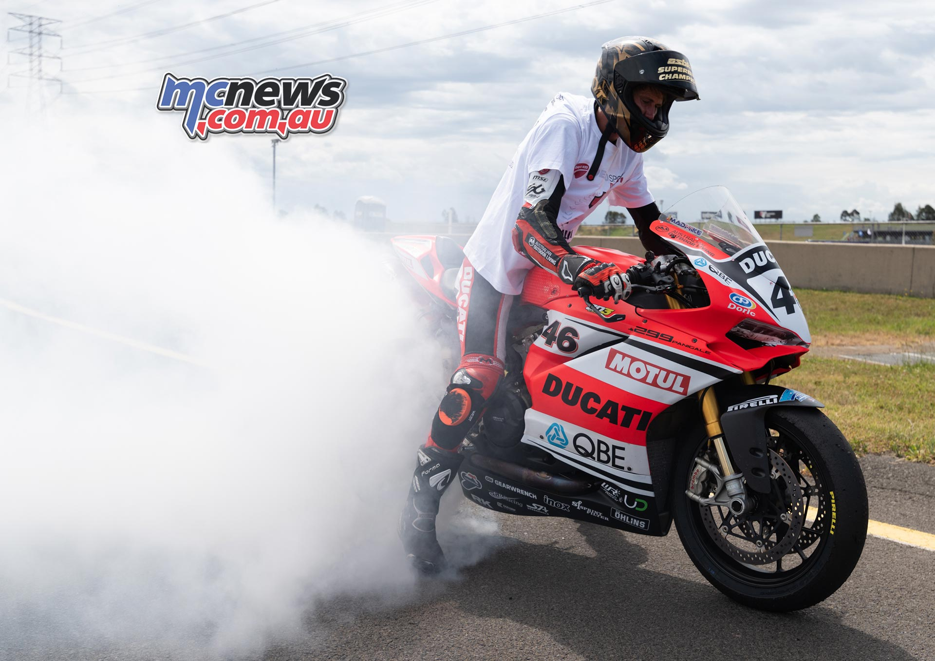 ASBK Rnd SMP RbMotoLens SBK R Mike Jones burnout