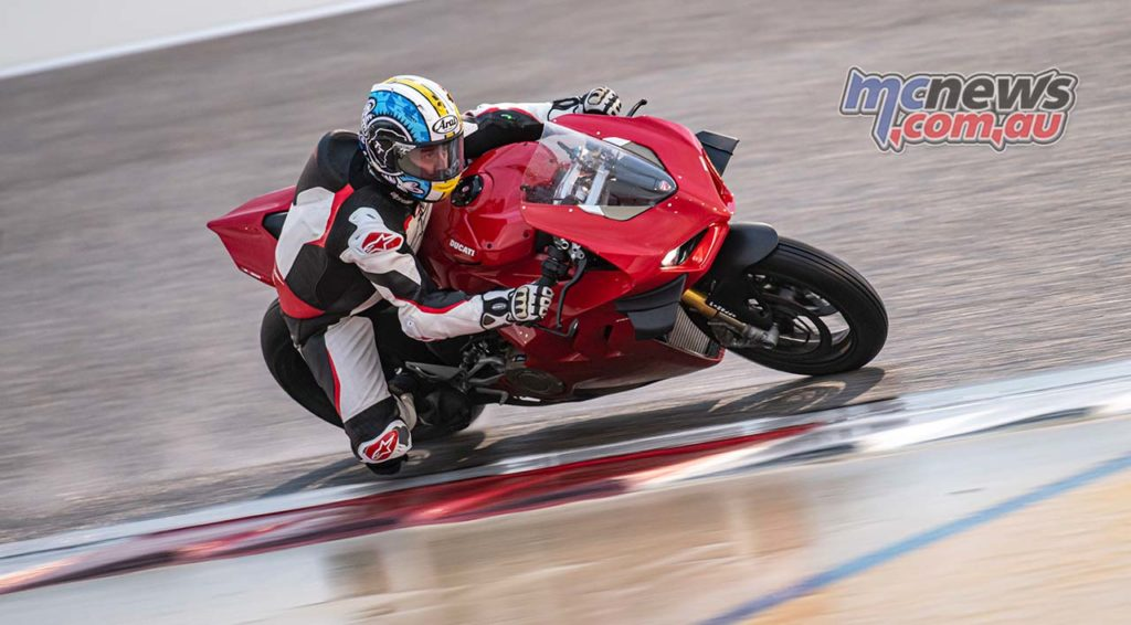 Ducati Panigale VS Adam
