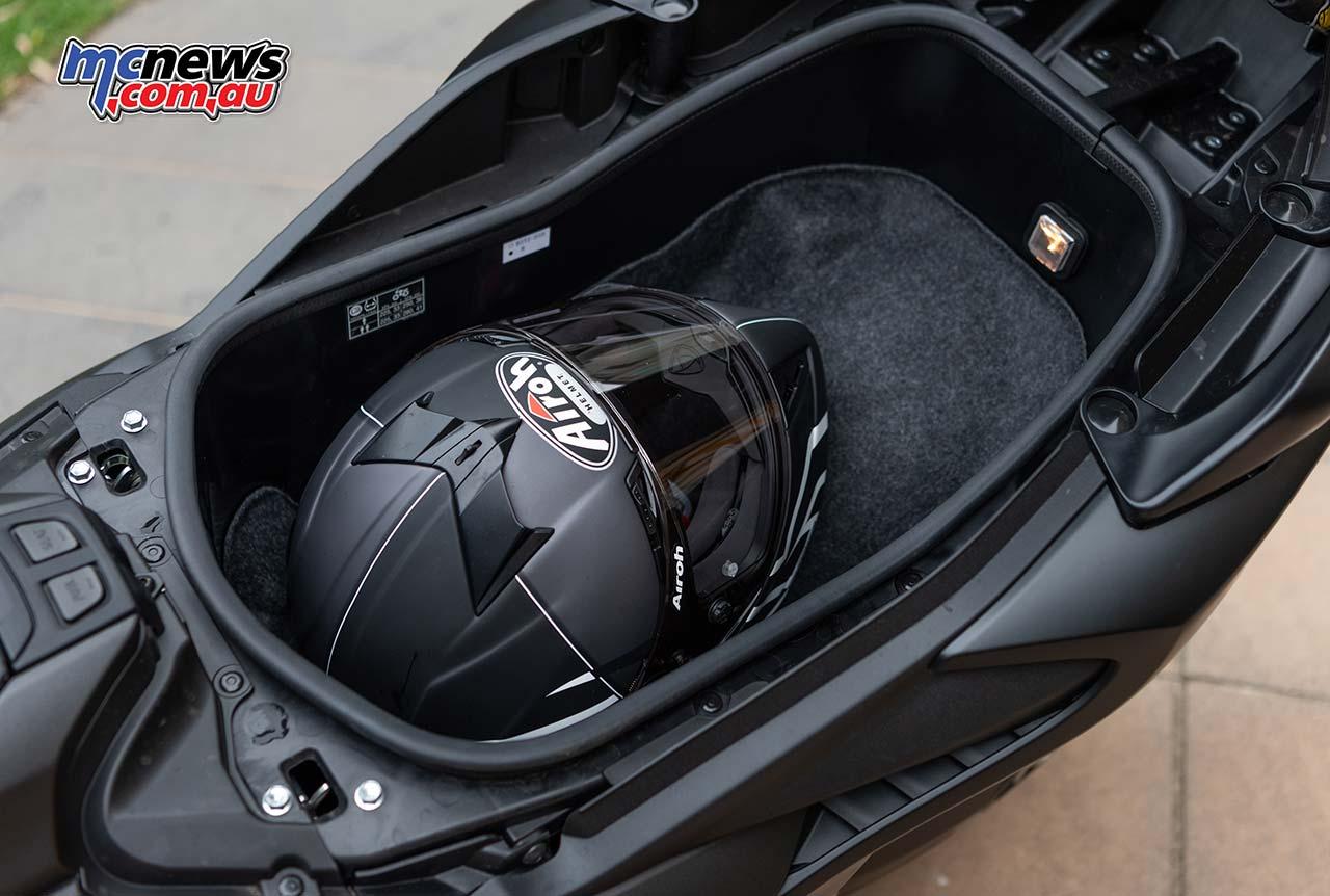 Yamaha TMax RbMotoLens Airoh