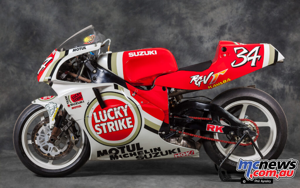 A quickshifter and and Mikuni 36mm flat slide carburettors are found on this bike