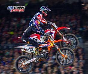 Cole Seely battling with Marvin Musquin