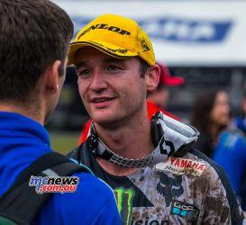 MX Nationals Rnd Conondale MX Race Dean Ferris GivesWineBottleToThisGuy ImageByScottya