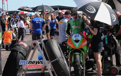 BSB Rnd Thruxton Ben Currie on a busy grid Image DYeomans