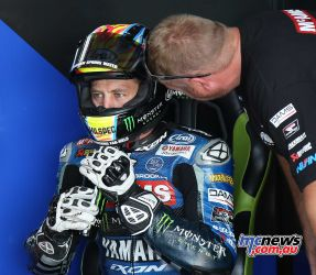 BSB Rnd Thruxton Josh Brookes with his race engineer Image DYeomans