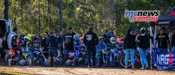 mx nationals coolum rnd cc getting ready ImageScottya