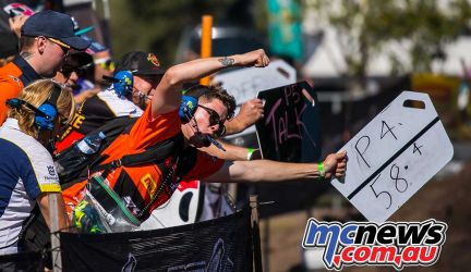 mx nationals coolum rnd mx fist pump pitboard ImageScottya
