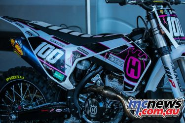 mx nationals coolum rnd roberts yz pink ImageScottya