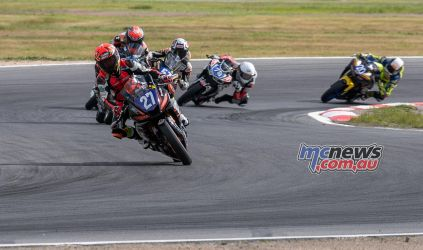 ASBK Rnd Winton RbMotoLens SS R Start Max STAUFFER Leads from Yannis SHAW