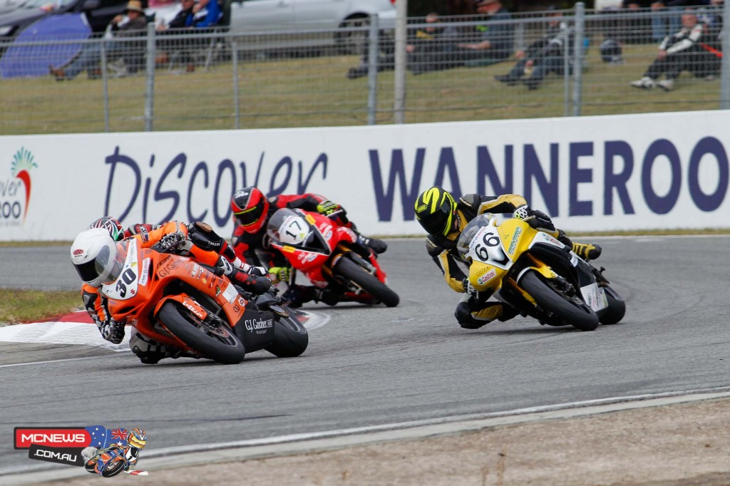 Wanneroo Raceway - ASBK 2015 - Kane Burns, Aaiden Coote and Sam Lambert round the final turn at Barbagallo Raceway