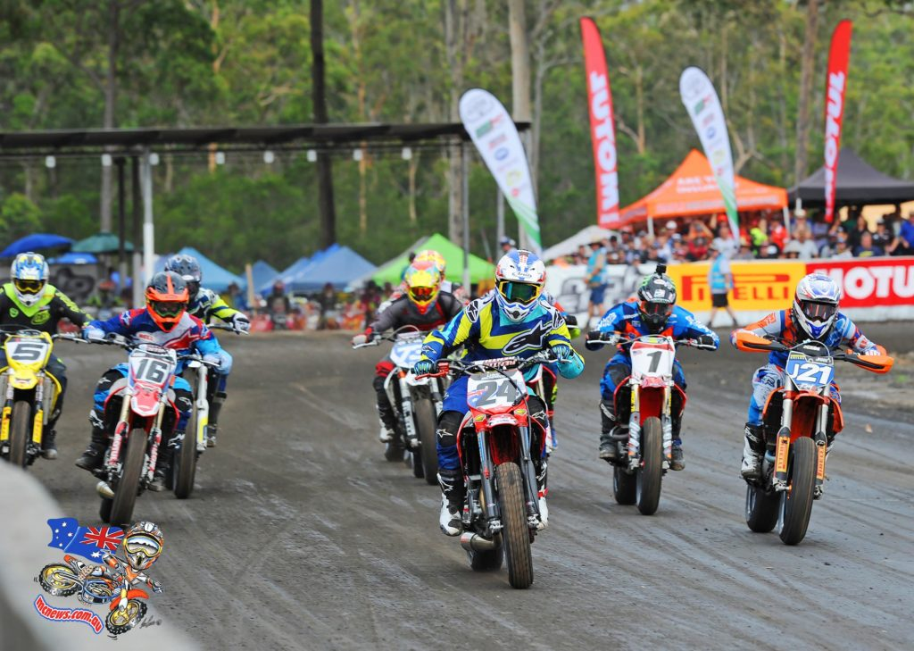 Jarred Brook battles with Luke Richards, and Josh Hook at the 2016 Troy Bayliss Classic